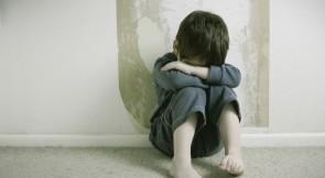 Vincono pedofili e pervertiti: passo indietro nell'obbligo del certificato penale del casellario giudiziale per chi lavora a contatto con i minori.