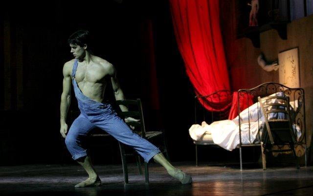 http://www.danzaeffebi.com/wp-content/uploads/2014/05/Roberto-Bolle-Le-jeune-homme-et-la-mort-di-Roland-Petit-ph-Marco-Brescia-Teatro-alla-Scala-IMG_5668.jpg