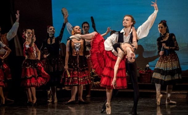http://www.danzaeffebi.com/wp-content/uploads/2014/07/Sofia-Festival-Ballet-Don-Quixote-Anastasia-and-Denis-Matvienko-1071-650x400-610x375.jpg