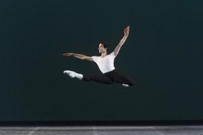 Luigi Crispino: nella Scuola di ballo del Teatro San Carlo diretta da Anna Razzi nasce una nuova stella.