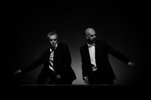 Trattato di economia, coreocabaret confusionale sulla dimensione economica dell'esistenza, di e con Roberto Castello e Andrea Cosentino, in tour