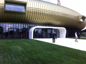 Jerome Bel ricerca danzatrici e danzatori per un progetto al Centro per l'Arte Contemporanea Luigi Pecci di Prato.