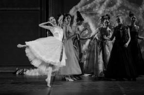 Tutto il mondo di Giuliano Peparini ne Lo Schiaccianoci del Teatro dell'Opera
