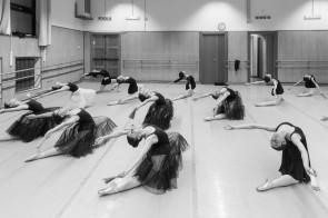 Incontrare la bellezza. Viaggio nella Scuola di danza del Teatro dell'Opera di Roma.
