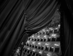 Il Consiglio di Stato sospende la sentenza del Tar del Lazio che annulla il DM dei finanziamenti Fus. La posizione di Agis e Federvivo e l'appello sottoscritto dallo spettacolo.