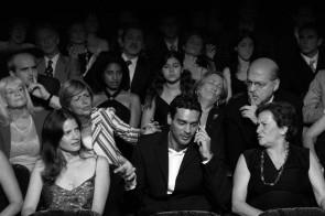 Le buone maniere a Teatro. Cosa fare e cosa non fare seduti in platea.