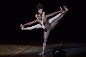 Béjart fête Maurice. Il Béjart Ballet Lausanne festeggia i suoi 30 anni e rende omaggio al suo maestro.