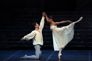 Applausi interminabili alla Scala per Romeo e Giulietta di Kenneth MacMillan con Roberto Bolle e Misty Copeland