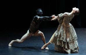 Malandain Ballet Biarritz al Teatro Municipale di Piacenza con La Belle et la Bête di Thierry Malandain