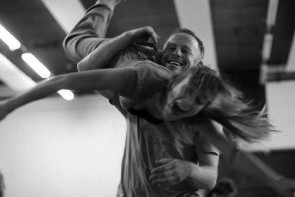 Moving Matter. Workshop di Danza Contact con Charlie Morrissey.