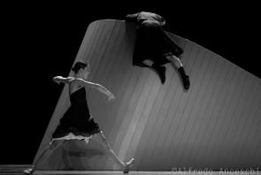 Nederlands Dans Theater 2 al Teatro Valli di Reggio Emilia: sold out e successo al calor bianco.