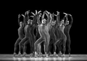 Introdans a Torinodanza con i lavori di Hans van Manen, Lucinda Childs, Jiří Kylián e Nacho Duato