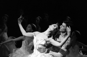 Martina Arduino e Nicola Del Freo: giovani stelle in ascesa nel Lago dei cigni di Alexei Ratmansky al Teatro alla Scala