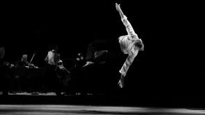 Ballet de l'Opéra de Lyon in Trois Grandes Fugues firmate da Lucinda Childs, Maguy Marin e Anna Teresa de Keersmaeker