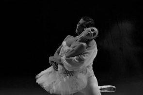 Il Balletto di Milano nel Lago dei cigni di Teet Kask a Torino e Asti