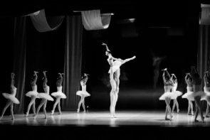 Il Balletto di Milano nel Lago dei cigni di Teet Kask a Savona