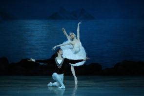 Il Balletto del Teatro Mariinskij di San Pietroburgo al Regio di Torino con Il Lago dei Cigni