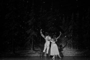 La Scuola di Ballo dell'Accademia Teatro alla Scala ne Lo Schiaccianoci di Frédéric Olivieri al Piccolo Teatro di Milano/Teatro Strehler