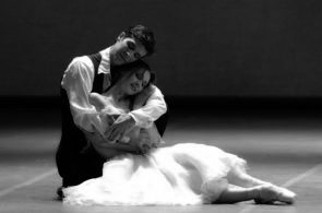 La Dame aux camélias di John Neumeier alla Scala. Due cast a confronto: Roberto Bolle e Svetlana Zakharova; Claudio Coviello e Emanuela Montanari.