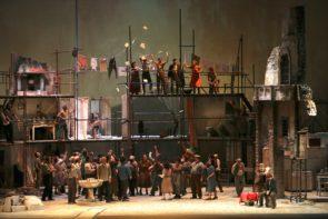 Commedia di Scarpetta o film di Mattioli? Al Teatro Carlo Felice di Genova Miseria e Nobiltà è l'opera lirica di Tutino.