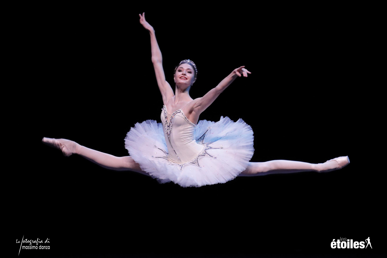 Disegno Di Una Ballerina Classica : Unghie a ballerina la moda manicure parte dal taglio