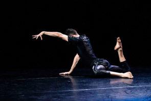 Made 4 You. Eko Dance International Project in Through my door di Mariano Alessio di Stefano. In scena anche Joaquín Colladoin Nereo Ahogándose.