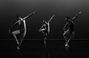 Il Centre national de danse contemporaine di Angers diretto da Robert Swinston cerca una danzatrice per la ricostruzione di  BIPED di Merce Cunningham. Audizione a Parigi