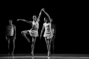 Applausi per i giovani danzatori del Milano Contemporary Ballet al debutto del dittico Polar Sequences di Wayne McGregor e Chronos di Roberto Altamura e Vittoria Brancadoro