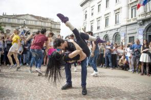 OnDance: il flash mob di Roberto Bolle invade piazza della Scala a Milano