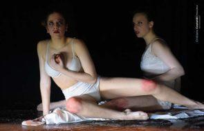 A Taormina SBAM Sicily Ballet Around Movement in Amara Satira Omnia, regia di Davide Garattini Raimondi, coreografie di Melissa Zuccalà
