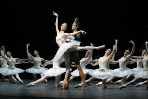 Danza su Rai 5. La Bayadère con Svetlana Zakharova, Roberto Bolle e il Corpo di ballo del Teatro alla Scala.