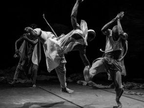 Kirina apre il REF18. La danza Serge Aimé Coulibaly, voce e musiche di Rokia Traoré e i testi Felwine Sarr al Teatro Argentina