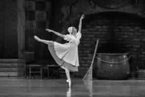 La Scuola di ballo dell'Accademia Teatro alla Scala torna al Piccolo Teatro di Milano con Cenerentola di Frédéric Olivieri