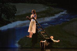 I Momix con Alice di Moses Pendleton al Teatro Romano di Verona per l'Estate Teatrale Veronese 2019