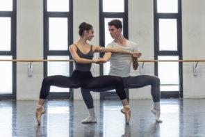 La Scuola di ballo dell'Accademia Teatro alla Scala con La Bayadère di Petipa e In the Middle, Somewhat Elevated di William Forsythe al Teatro alla Scala