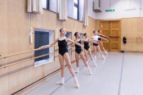 Bandi per l'ammissione alla Scuola di danza del Teatro dell'Opera di Roma diretta da Laura Comi, anno 2020-2021