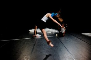 Simona Bertozzi cerca danzatori tra i 10 e i 16 anni per Agon Teens, in scena a MilanOltre 2019. Audizione a Milano