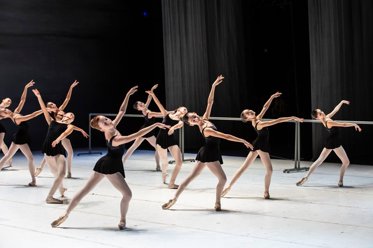 Serata speciale al teatro costanzi applausi per gli for Arredamento scuola di danza