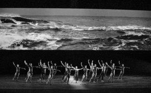 Aspettando Woolf Works di Wayne McGregor.  One, two, one, two… danzare nel flusso del tempo. Incontro con Francesca Pedroni