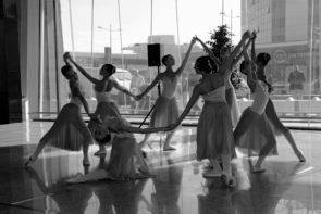 La Scuola dell'Opera di Roma danza all'aeroporto di Roma