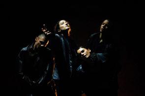 La compagnia canadese Out Innerspace Dance Theatre debutta al Torinodanza Festival con Bygones di David Raymond e Tiffany Tregarthen